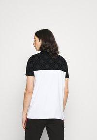 Glorious Gangsta - HERVOS TEE - Print T-shirt - optic white - 2
