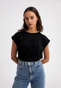ARMEDANGELS - JILAA - Basic T-shirt - black - 0