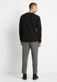 Only & Sons - ONSLOCCER CREW NECK - Stickad tröja - black - 3
