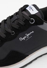 Pepe Jeans - CROSS 4 URBAN - Zapatillas - black - 5