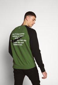 Nike Sportswear - Sweatshirt - treeline/black/white - 2