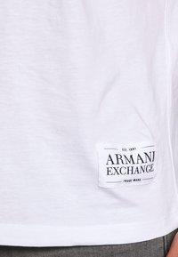 Armani Exchange - Print T-shirt - white/black - 4