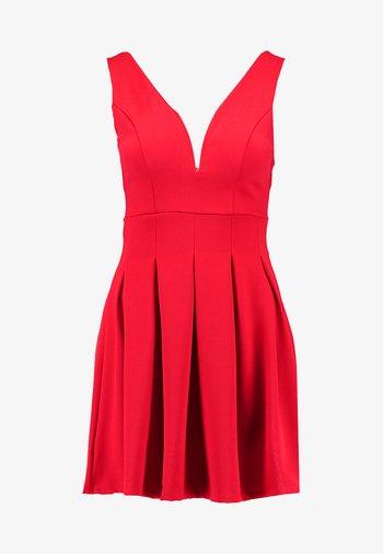 EXCLUSIVE V NECK MINI DRESS - Žerzejové šaty - red