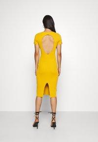 Missguided - TEXTURED CUT OUT BACK DRESS - Jumper dress - mustard - 2