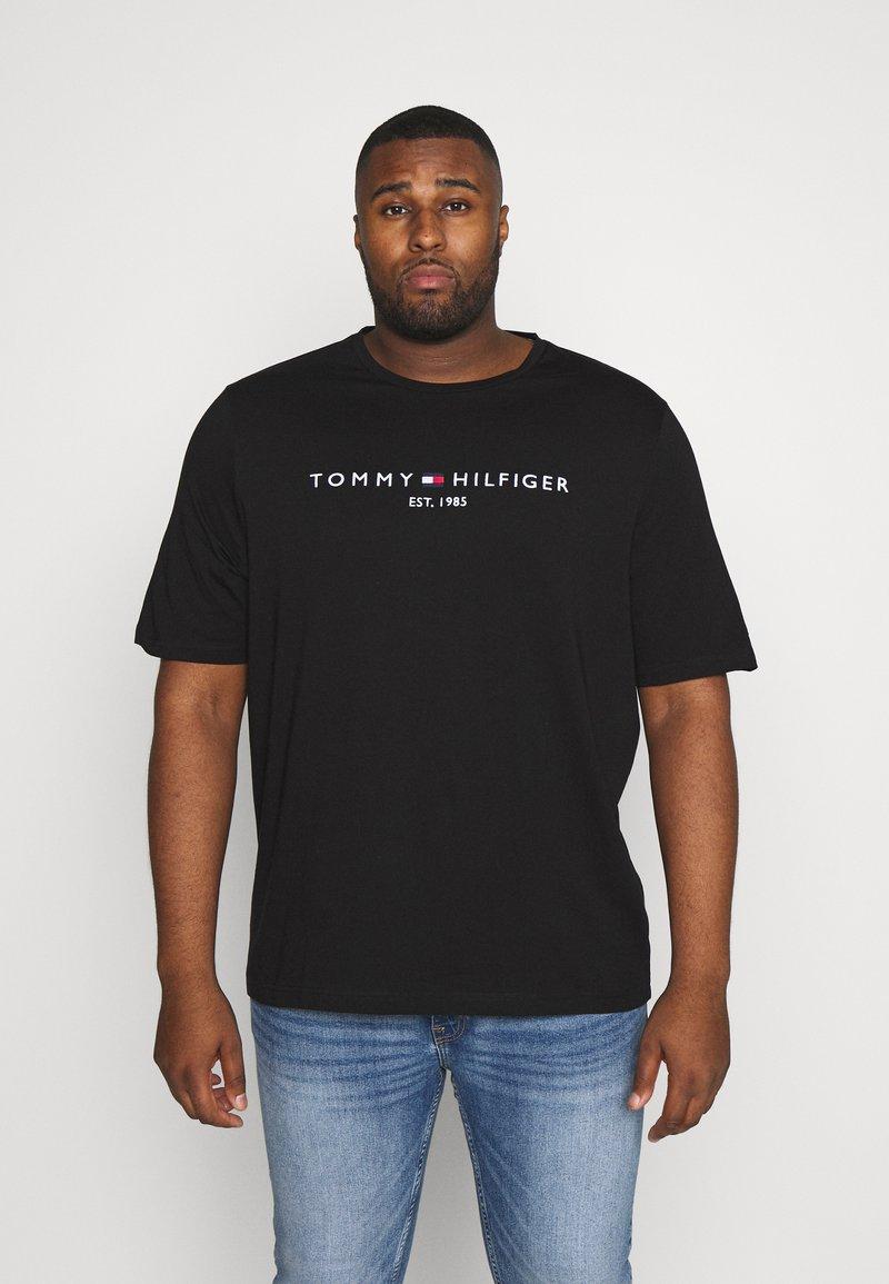 Tommy Hilfiger - LOGO TEE BIG & TALL - Print T-shirt - black