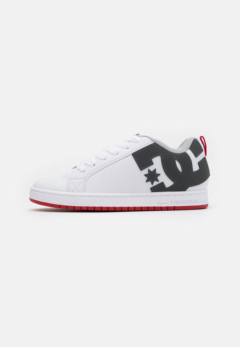 DC Shoes - COURT GRAFFIK - Skateboardové boty - white/grey/red