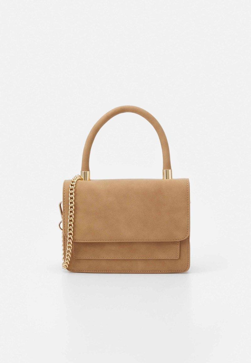 Pieces - PCDAFINA CROSS BODY  - Handbag - camel/gold