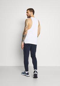 Nike Performance - PANT TAPER - Pantalon de survêtement - obsidian/white - 2