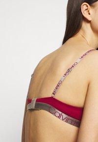Calvin Klein Underwear - ICONIC LIFT DEMI - T-shirt bra - sweet berry - 4