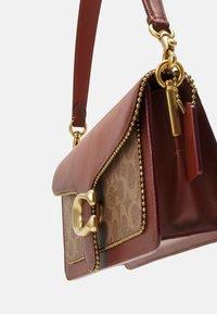 Coach - SIGNATURE WITH BEADCHAIN TABBY SHOULDER BAG  - Handbag - tan/rust - 5
