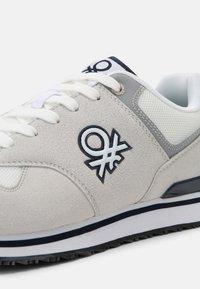 Benetton - BUMBER - Trainers - white/navy - 6