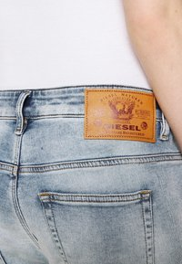 Diesel - D-FAYZA-T - Relaxed fit jeans - light blue - 5