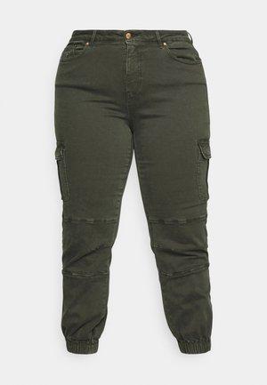 CARMISS LIFE - Pantalones cargo - rosin