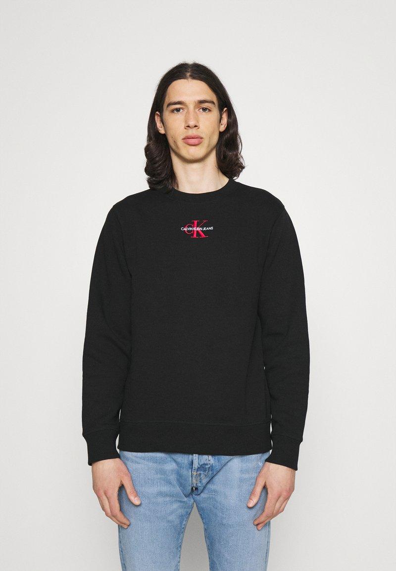 Calvin Klein Jeans - NEW ICONIC ESSENTIAL CREW NECK UNISEX - Sweatshirt - black
