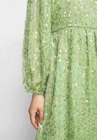 Vero Moda Petite - VMFLIRTLY SHORT DRESS PETIT - Jurk - forest shade - 5