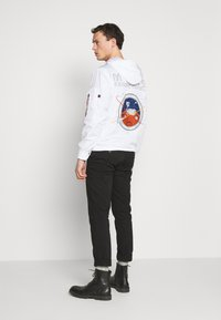 Alpha Industries - Vindjacka - white - 2