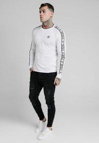 SIKSILK - RAGLAN - Pullover - white - 0