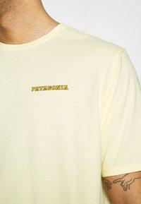 Patagonia - SUMMIT ROAD ORGANIC - T-shirts med print - resin yellow - 5