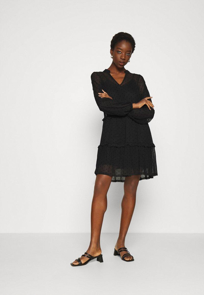 Even&Odd - DOBBY MESH LONG SLEEVES LOOSE FIT MINI DRESS - Kjole - black