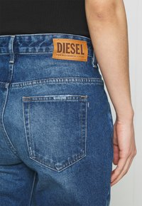 Diesel - D-FAYZA - Jeans Tapered Fit - medium blue - 4
