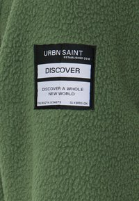 URBN SAINT - CRUZ - Fleece trui - thyme - 2