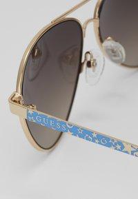 Guess - Sluneční brýle - gold/blue - 2