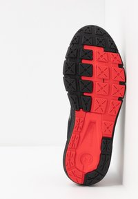 Under Armour - CHARGED  - Zapatillas de running neutras - black/versa red - 4