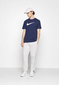Nike Sportswear - TEE ICON - T-shirts print - midnight navy/white - 1