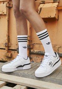 adidas Originals - FORUM BOLD - Joggesko - footwear white/core black - 4