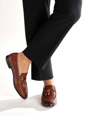 SAHAND - Smart slip-ons - brown