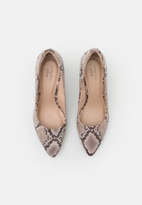 Clarks - LINVALE JERICA - Tacones - natural - 4