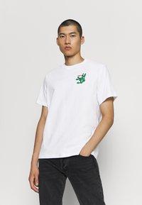Levi's® - TEE - Print T-shirt - white - 0
