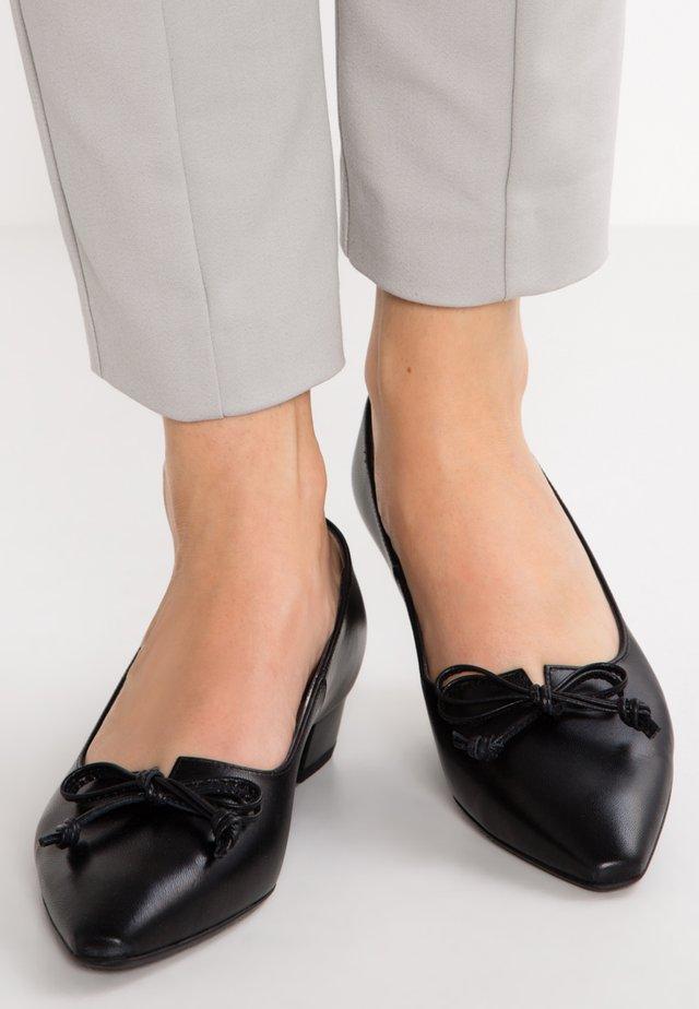 LIZZY - Classic heels - black