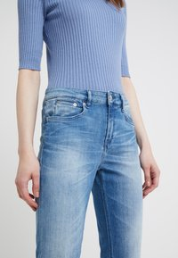 DRYKORN - PASS - Slim fit jeans - mid blue - 4
