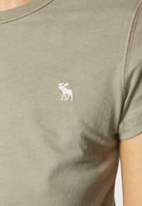 Abercrombie & Fitch - 5 PACK - T-shirt basic - white/black/pink/olive/navy - 7