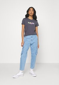 Levi's® - THE PERFECT TEE - T-shirt con stampa - blackened - 1