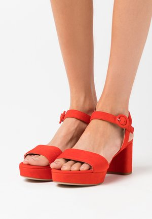 NENES - Sandały na platformie - corallo