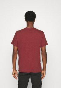 DOCKERS - LOGO TEE - Print T-shirt - warm cinnabar/chestnut red - 2