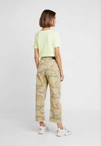 One Teaspoon - SAFARI CAMO BANDITS - Straight leg -farkut - light green - 2