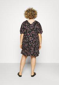Pieces Curve - PCLALA DRESS  - Vestido informal - black - 2
