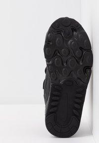 Nike Sportswear - AIR MAX 270 RT - Sneakers laag - black - 5