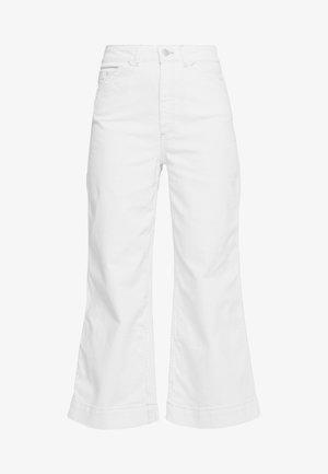 ROSIE - Jeansy Dzwony - moderne white