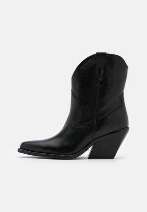 LOW KOLE - Cowboy/biker ankle boot - black