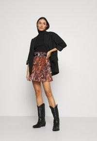 YAS - YASASTEA SKIRT - Mini skirt - brown - 1