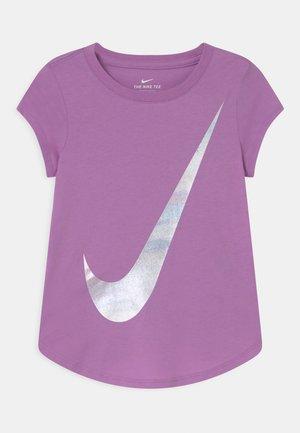 RISE PRINT - T-shirt z nadrukiem - violet shock