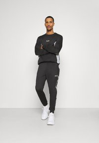 Ellesse - LOBIAT - Tracksuit bottoms - black - 1