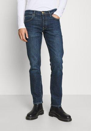 DAREN  - Straight leg jeans - dark newberry