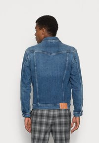 Calvin Klein Jeans - FOUNDATION SLIM JACKET - Veste en jean - mid blue - 2