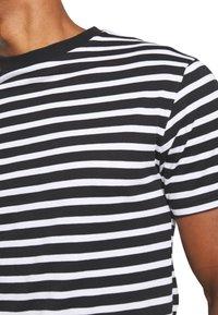 Newport Bay Sailing Club - PORTER TEE - T-shirt imprimé - black - 5