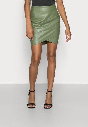 ROSALBA  - Minifalda - baja palm